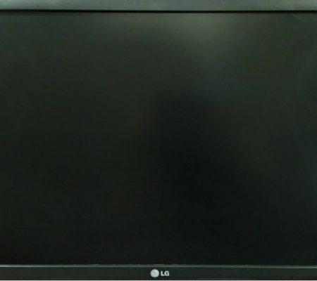 Выключается монитор LG W2234S