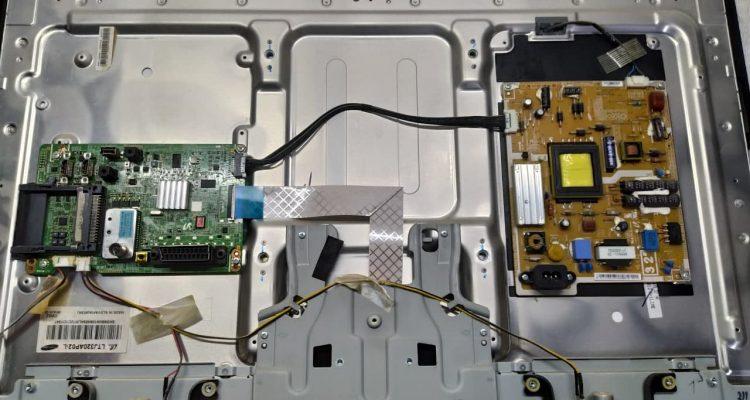 Телевизор Samsung UE32D4003BV не включается